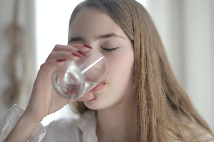 ファスティング中の飲み物は水分補給と栄養補給を分ける