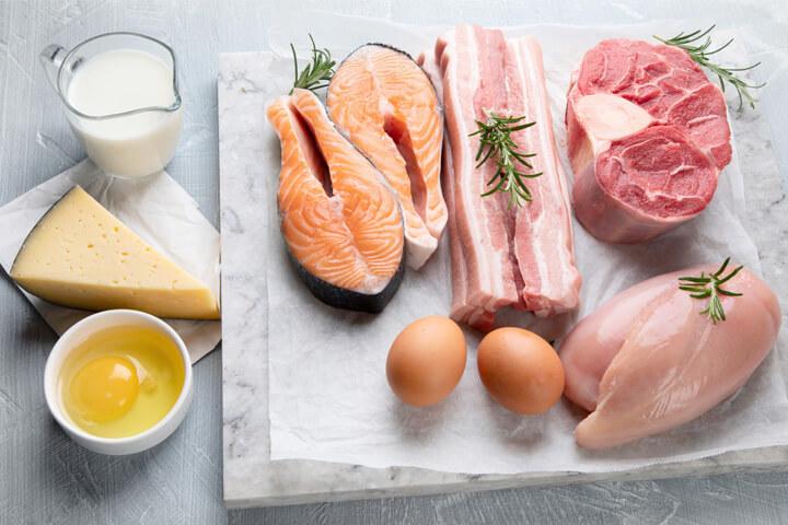 ③タンパク質を多く摂取する