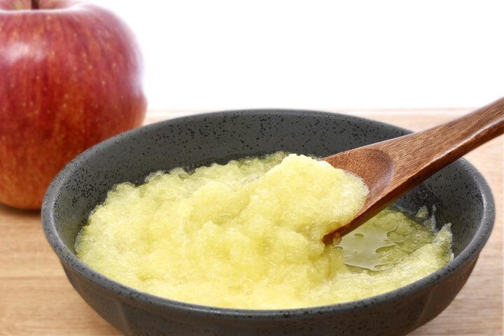 ③回復食にはフルーツも!りんごのすりおろし
